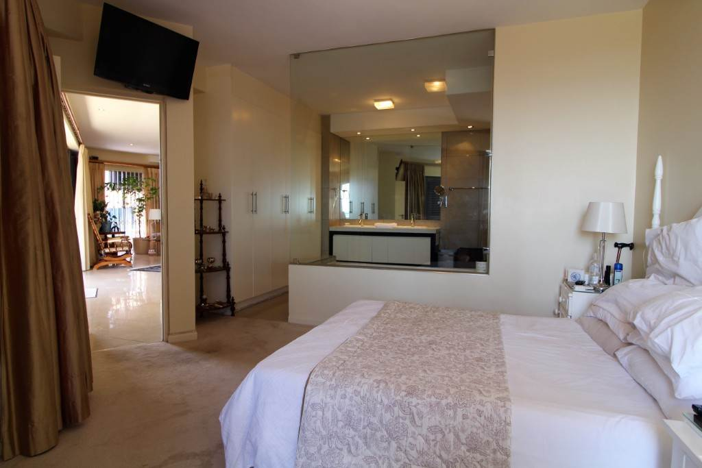 Sea Point property for sale. Ref No: 13477176. Picture no 17