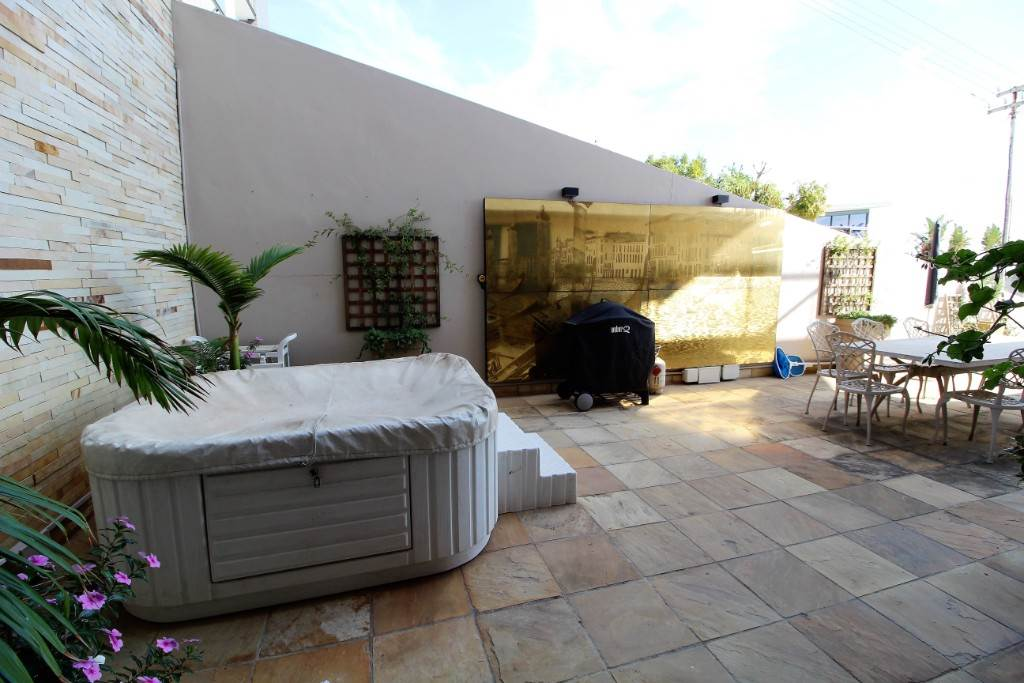 Sea Point property for sale. Ref No: 13477176. Picture no 10