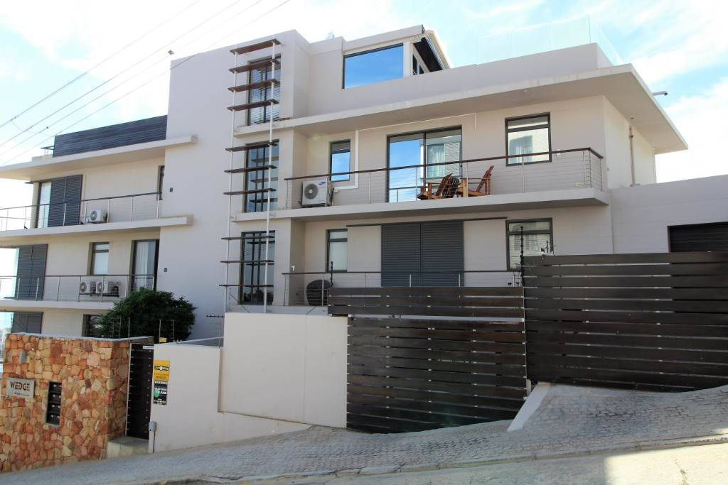 Sea Point property for sale. Ref No: 13477176. Picture no 22