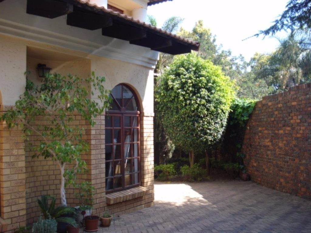 Property and Houses for sale in Waterkloof Ridge Ext 2, House, 3 Bedrooms - ZAR 2,380,000