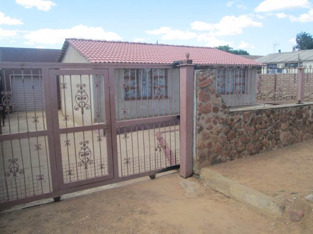 Mabopane property for sale 25 mabopane pretoria for Mokoena kitchen units mabopane