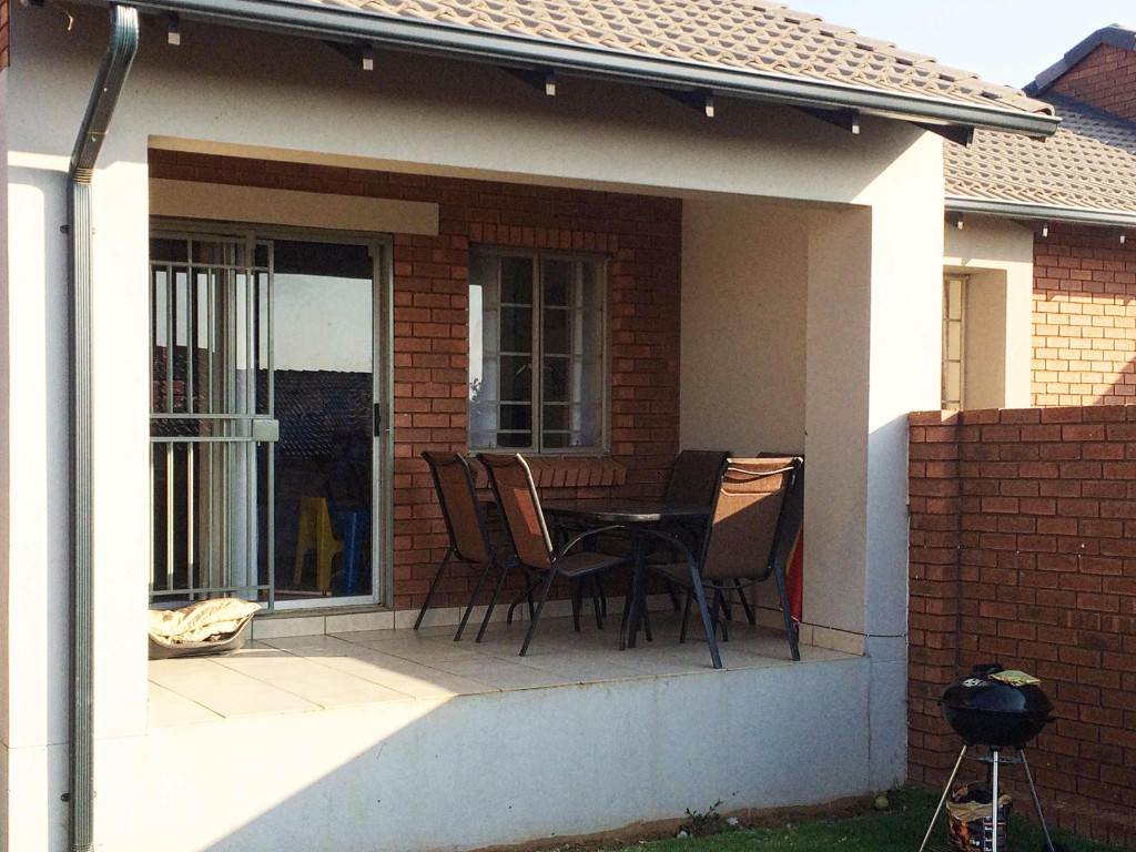 Property and Houses for sale in Mooikloof Ridge, Townhouse, 3 Bedrooms - ZAR 1,285,000