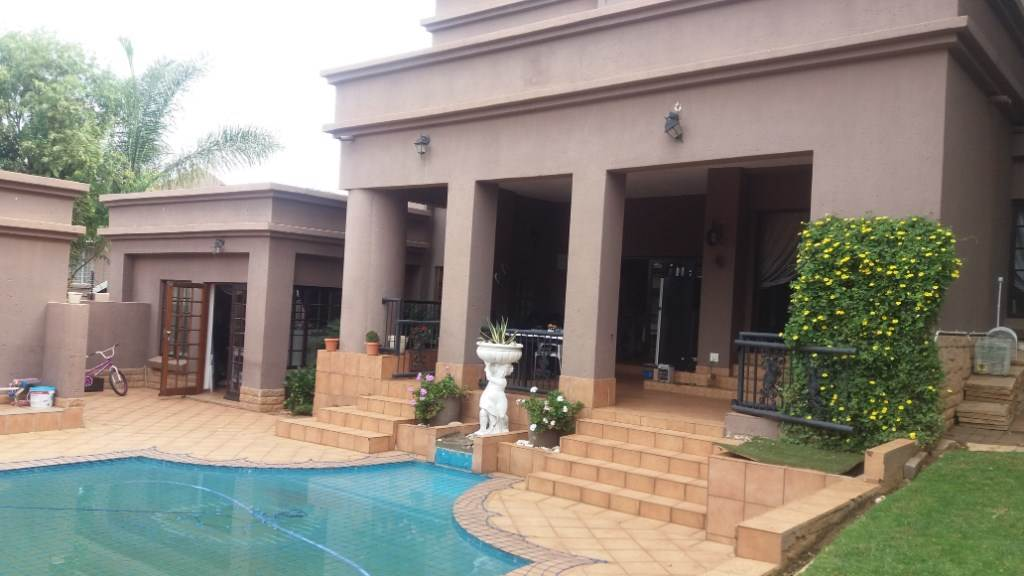Property and Houses for sale in Moreleta Park, House, 4 Bedrooms - ZAR 3,200,000