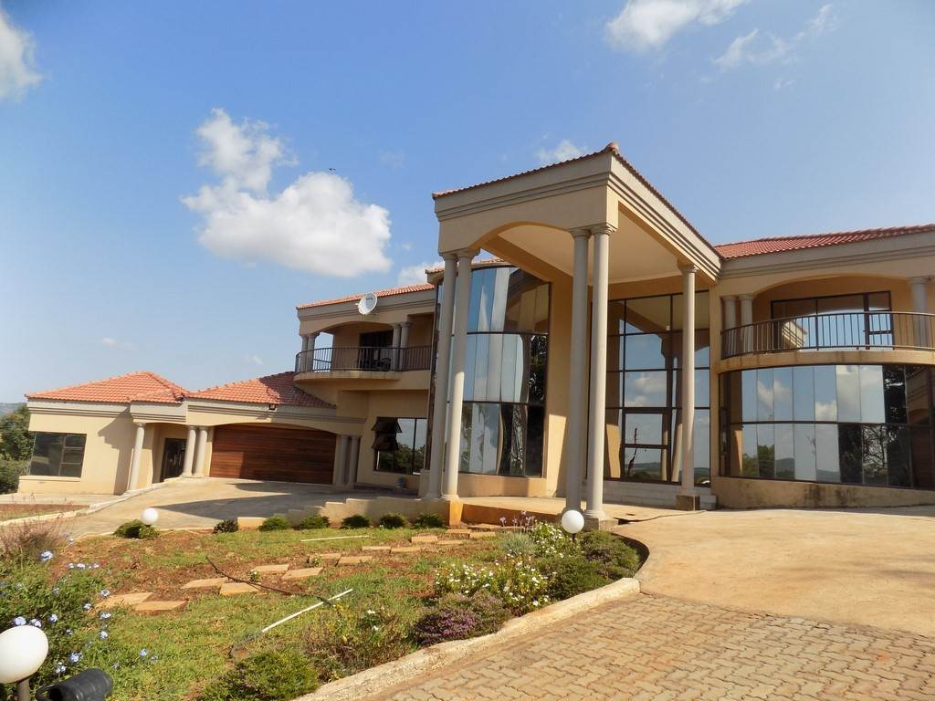 8 BedroomSmall Holding For Sale In Tzaneen