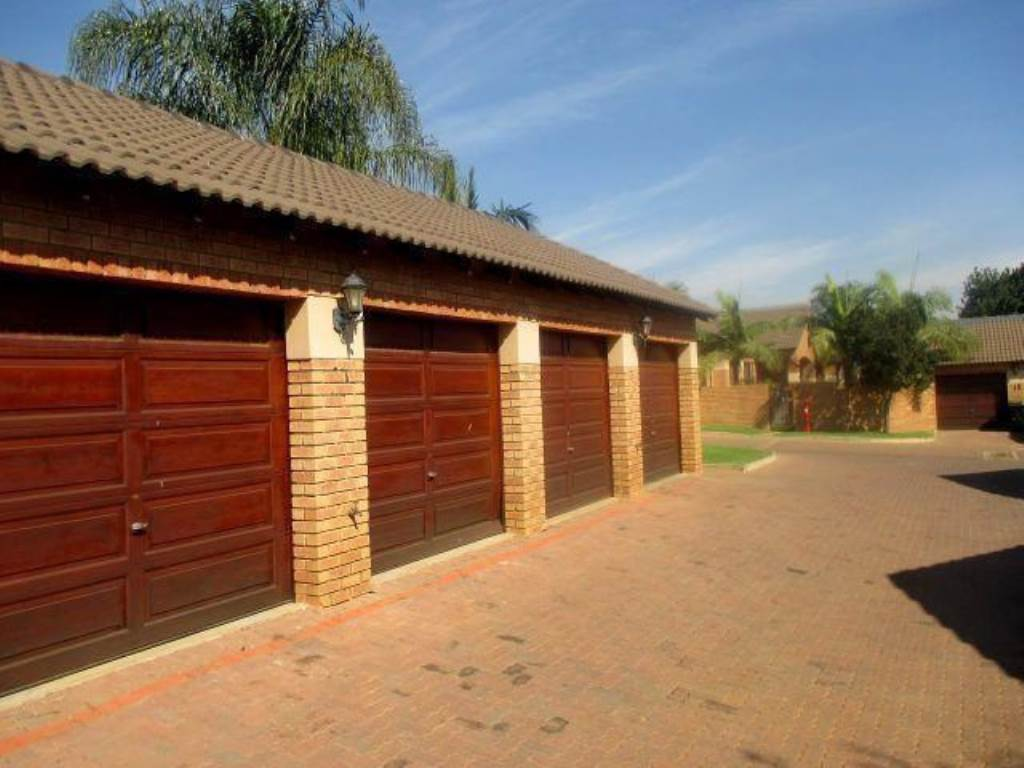 Mooikloof Ridge property for sale. Ref No: 13534735. Picture no 10