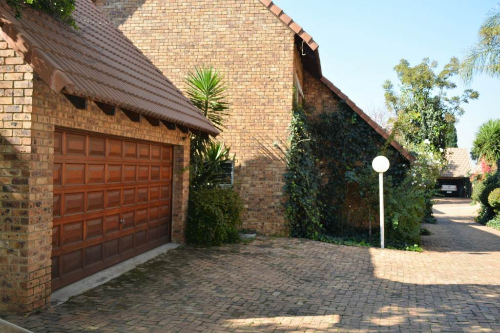 Property and Houses for sale in Waterkloof Park, House, 3 Bedrooms - ZAR 20,000