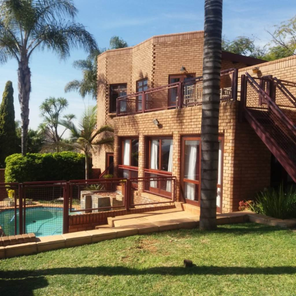 Property and Houses for sale in Moreleta Park, House, 4 Bedrooms - ZAR 2,890,000