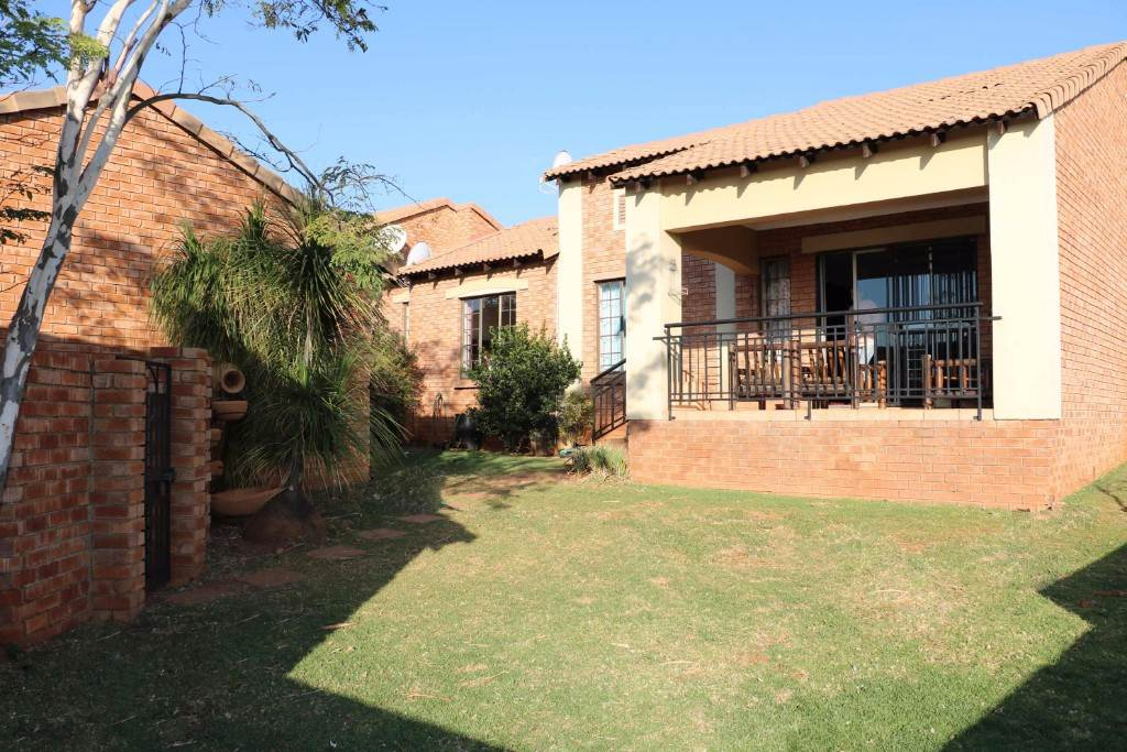 Property and Houses for sale in Mooikloof Ridge, Townhouse, 3 Bedrooms - ZAR 1,200,000