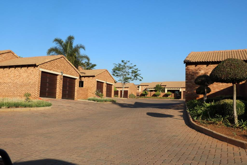 Property and Houses for sale in Mooikloof Ridge, Townhouse, 3 Bedrooms - ZAR 1,160,000