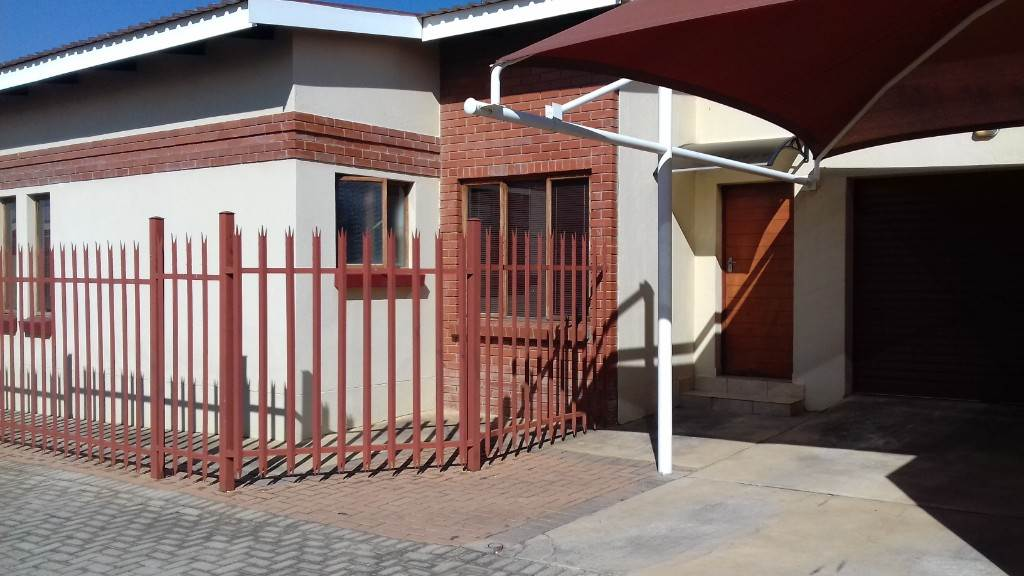 2 BedroomTownhouse For Sale In Bendor