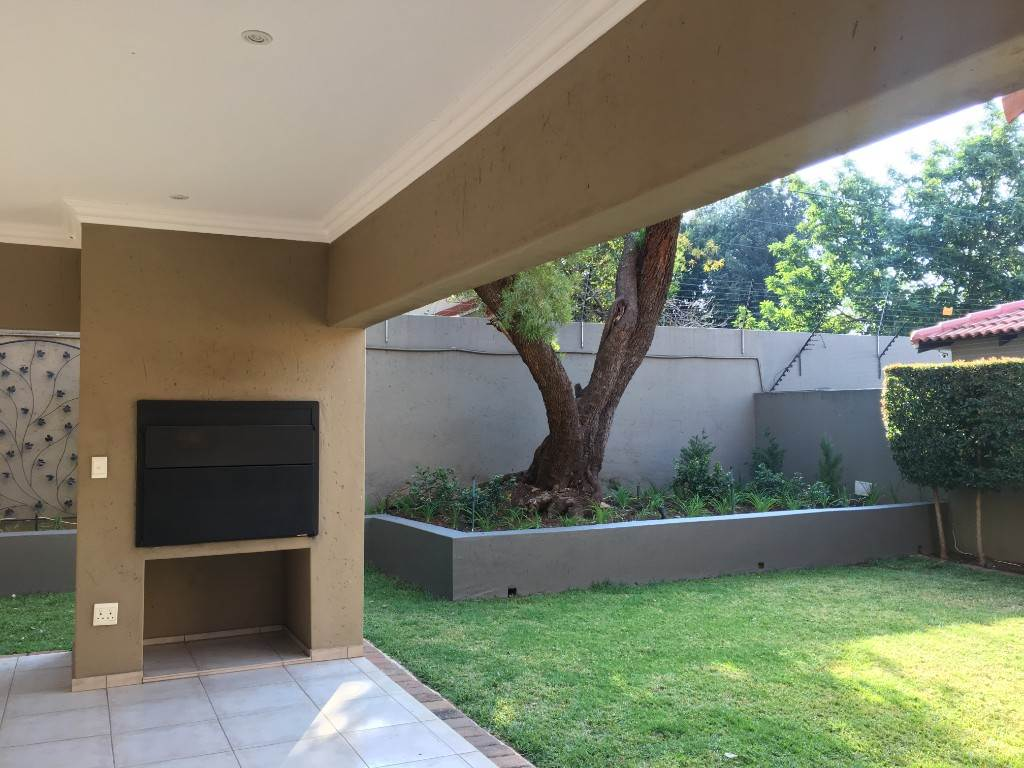 Waterkloof property to rent. Ref No: 13534688. Picture no 6