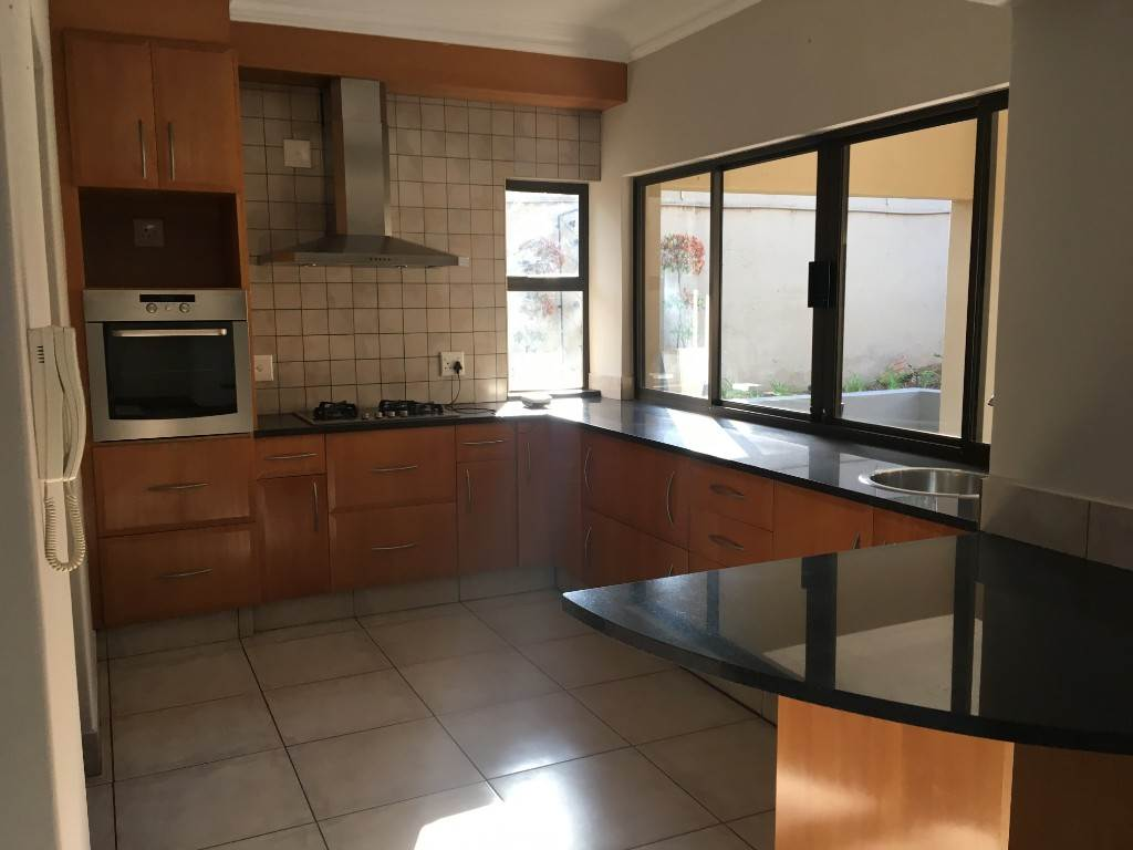 Waterkloof property to rent. Ref No: 13534688. Picture no 9