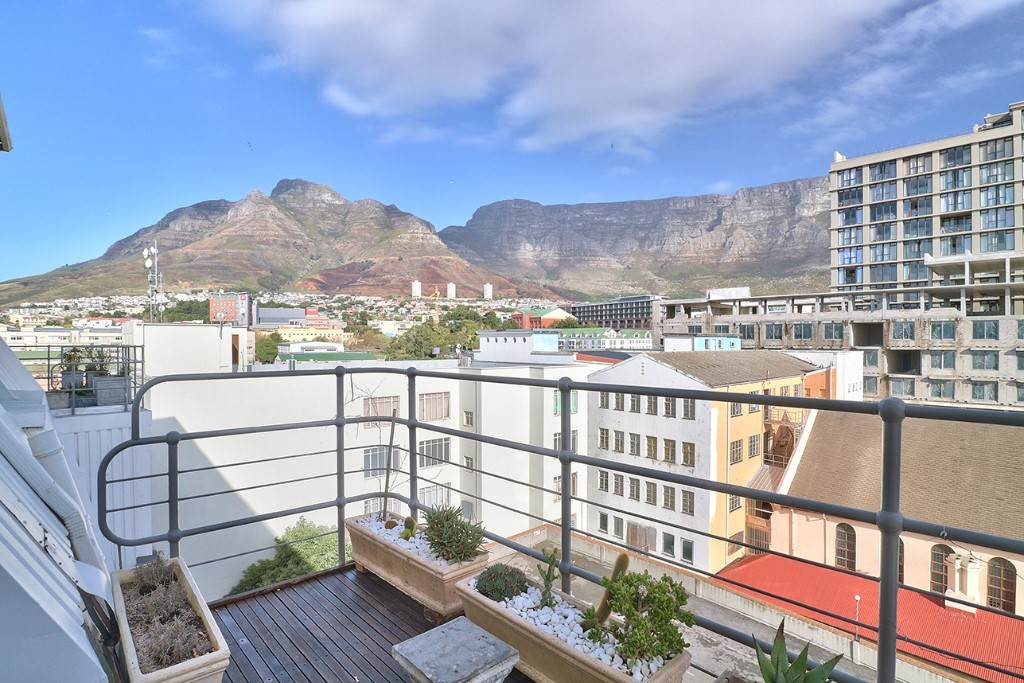 Cape Town property for sale. Ref No: 13506951. Picture no 2