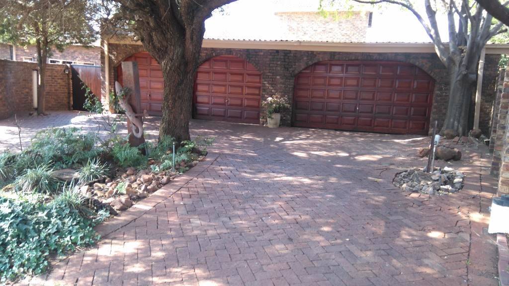 Property and Houses for sale in Wierdapark Ext 5, House, 3 Bedrooms - ZAR 2,255,000