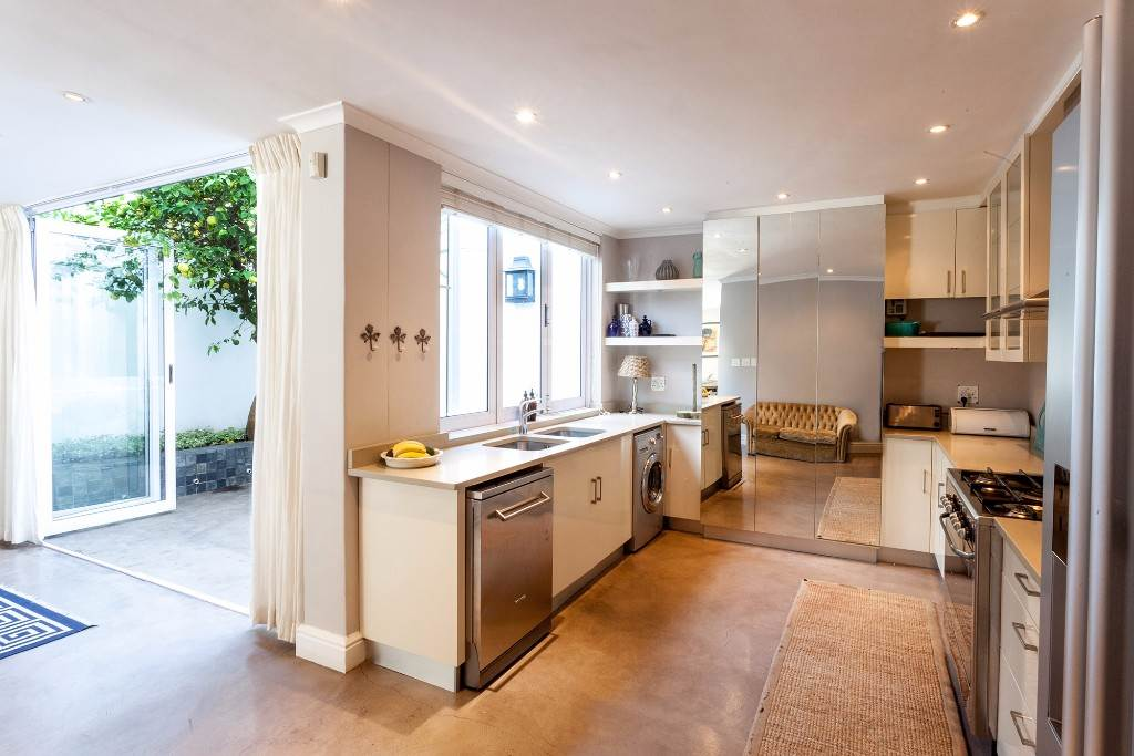 Sea Point property to rent. Ref No: 13506806. Picture no 6