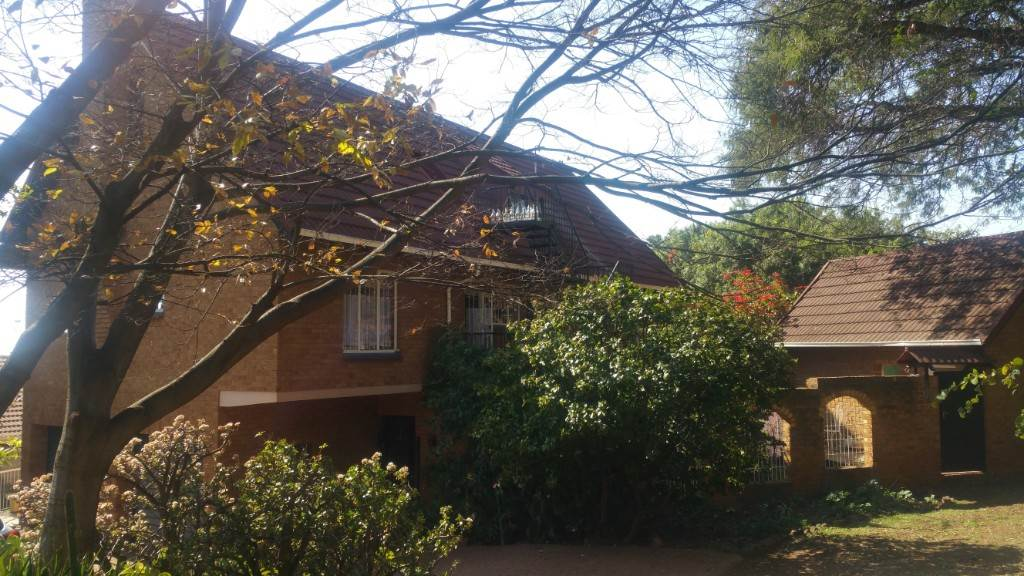 Property and Houses for sale in Groenkloof, House, 3 Bedrooms - ZAR 2,700,000