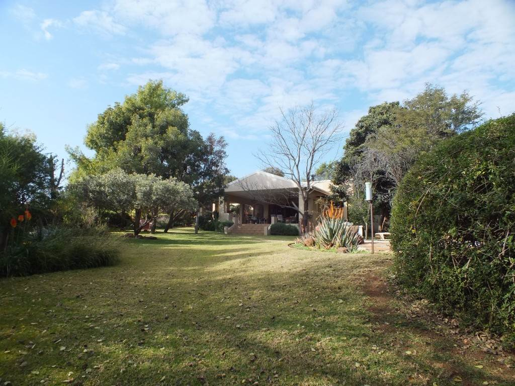 4 BedroomSmall Holding For Sale In Buffelspoort
