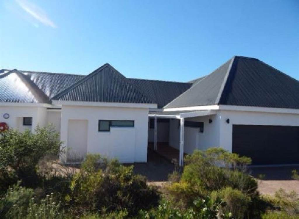 4 BedroomHouse For Sale In The Links Golf Estate