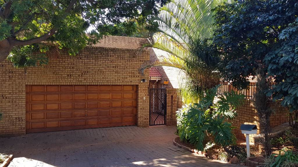 Property and Houses for sale in Lynnwood Ridge, House, 3 Bedrooms - ZAR 15,700
