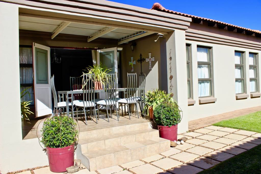 Woodland Hills property for sale. Ref No: 13506928. Picture no 19