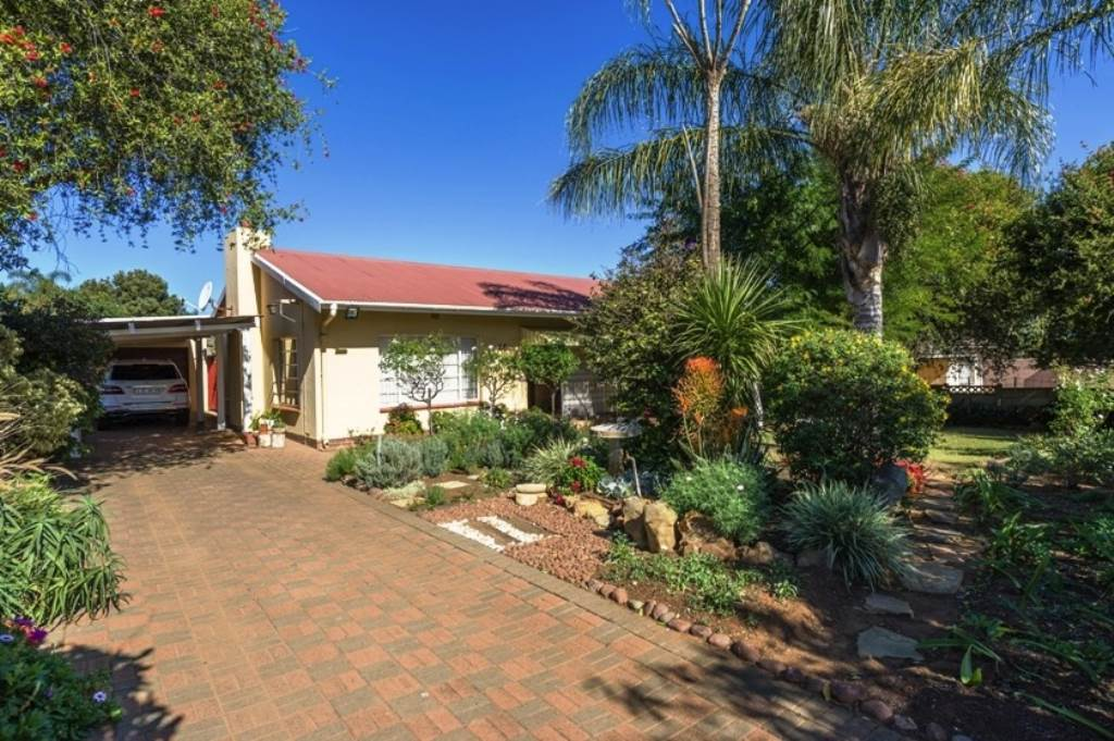 3 BedroomHouse For Sale In Protea Park