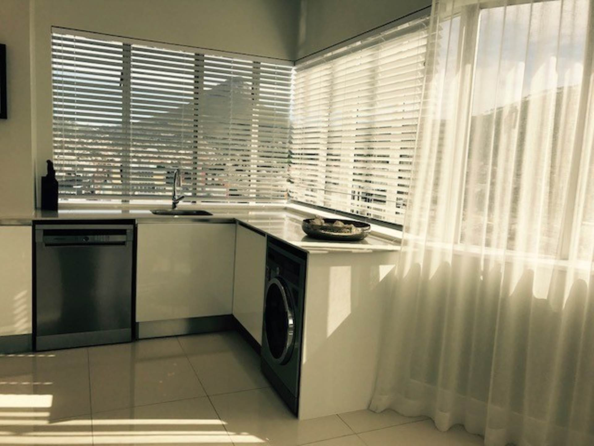 Cape Town property to rent. Ref No: 13538176. Picture no 13
