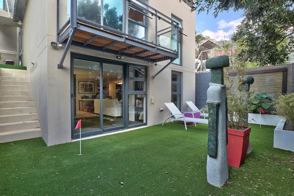 Vredehoek property for sale. Ref No: 13506940. Picture no 9