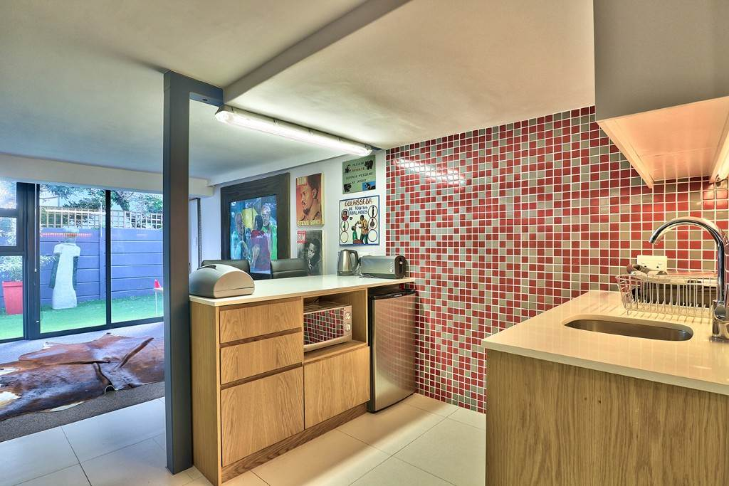 Vredehoek property for sale. Ref No: 13506940. Picture no 25