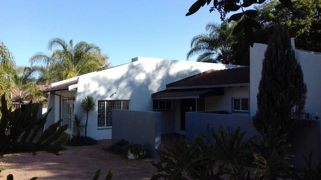 3 BedroomHouse For Sale In Flora Park