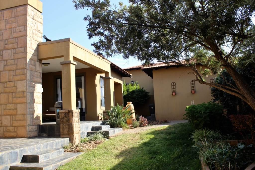 Bloemfontein, Woodland Hills Property  | Houses For Sale Woodland Hills, WOODLAND HILLS, Townhouse 3 bedrooms property for sale Price:2,290,000