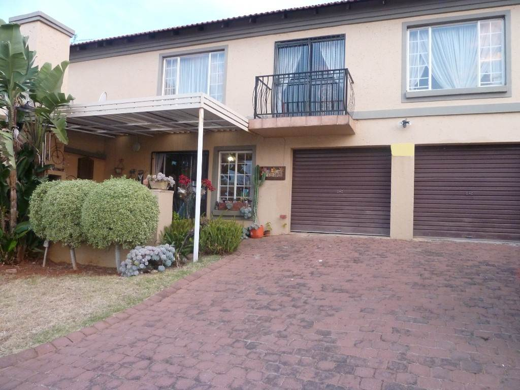 Property and Houses for sale in La Montagne, Townhouse, 3 Bedrooms - ZAR 1,220,000