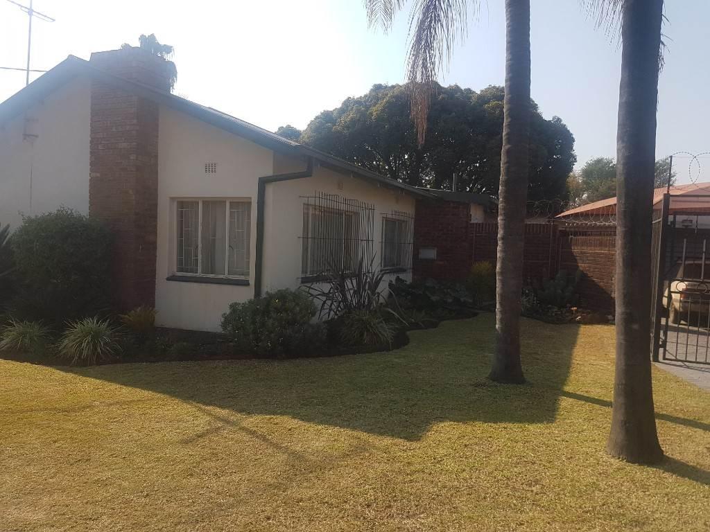Silverton property for sale. Ref No: 13534707. Picture no 2