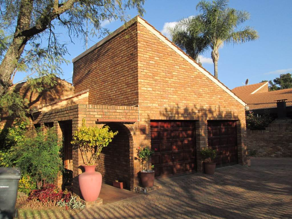 Pretoria, Garsfontein Property  | Houses For Sale Garsfontein, GARSFONTEIN, Townhouse 3 bedrooms property for sale Price:13,250