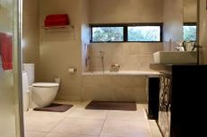 4th Bathroom (en-suite)
