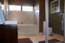 3rd Bathroom (en-suite)