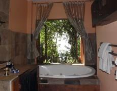 Lombok Suite bathroom