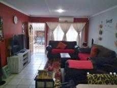 3 Bedroom Townhouse for sale in Clubview 1002288 : photo#3