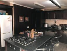 4 Bedroom House for sale in Uitsig 1015653 : photo#4