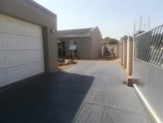 4 Bedroom House pending sale in Table View 1033442 : photo#25