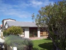 4 Bedroom House for sale in Franskraal 1037293 : photo#2