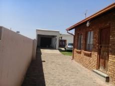 2 Bedroom House for sale in Tsakane 1037812 : photo#2