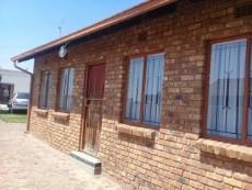 2 Bedroom House for sale in Tsakane 1037812 : photo#0