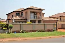5 Bedroom House pending sale in The Orchards 1039374 : photo#0