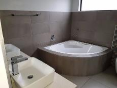 4 Bedroom House for sale in Olympus 1040999 : photo#10