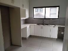 4 Bedroom House for sale in Olympus 1040999 : photo#2