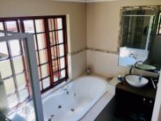 4 Bedroom House for sale in Fourways 1041511 : photo#16