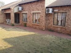 3 Bedroom Townhouse for sale in Die Hoewes 1043357 : photo#2