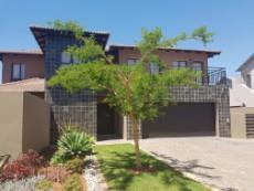 3 Bedroom House for sale in Olympus 1043490 : photo#0