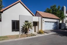 2 Bedroom House for sale in Fourways 1046485 : photo#0