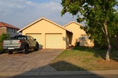 3 Bedroom House for sale in Thatchfield Estate 1047355 : photo#0